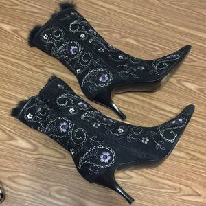 Richard Tyler Black Suede Embroidered Boots Size 7